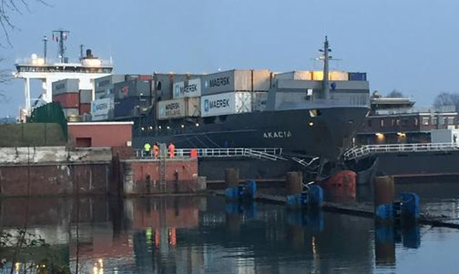 Container ship rammed into Lock's Gate, both severely