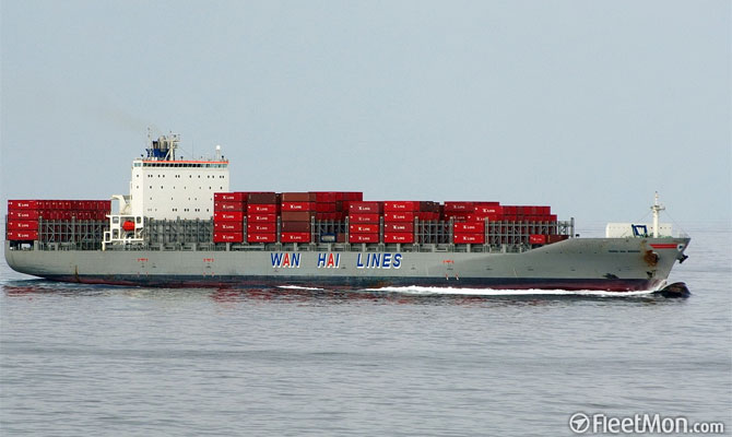 Container ship aground in South China sea Sep 7 Update still