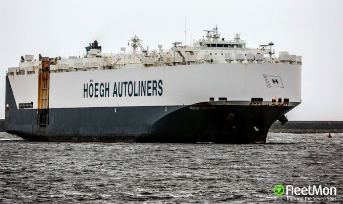 HOEGH car carrier damaged by storm in Mediterranean